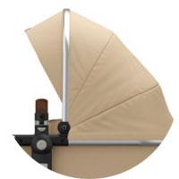 Капюшон с вентиляционным окошком из сетчатой ткани (можно открыть для дополнительного притока свежего воздуха) с козырьком, защита от УФ 50+, петли для игрушек на капюшоне